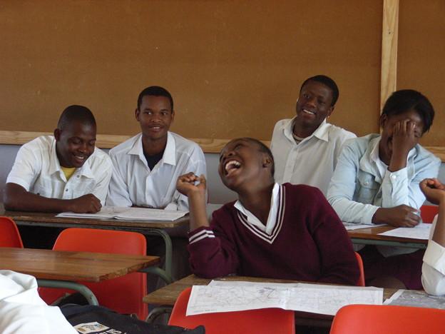 ムプマランガ 楽しそうに授業を受ける高校生