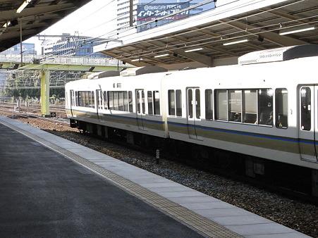 221系(新大阪駅)