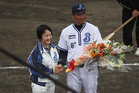 横浜市長と尾花監督