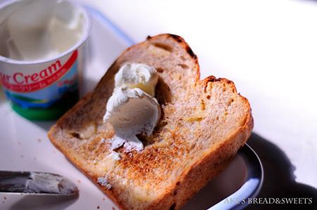 サワークリームトースト