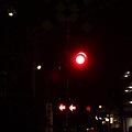 写真: 夜の踏み切り