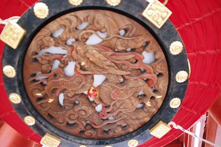 2010年04月29日宝蔵門提灯下輪の装飾