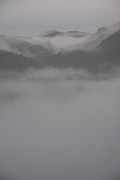 写真: 奥会津の山霧