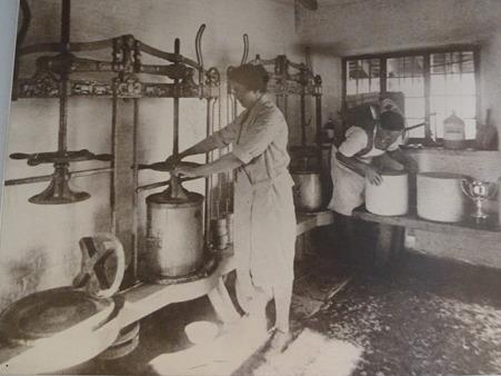 昔のチーズ作り