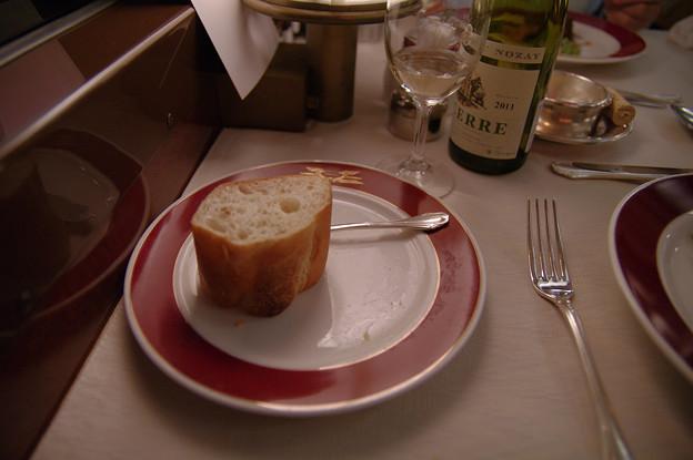 s7156_トワイライトエクスプレス食堂車_フランス料理のパン3