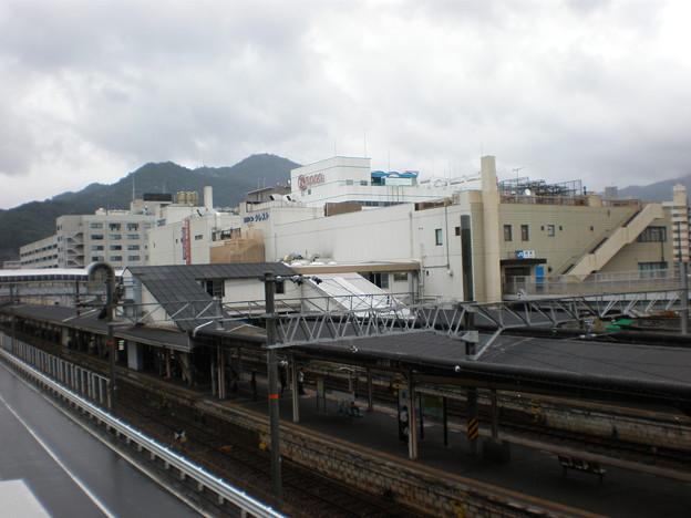 呉駅の駅舎とホーム