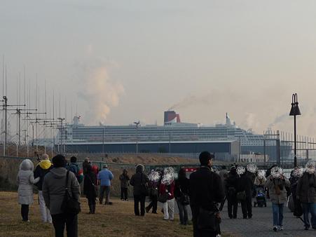 100219-QM2入港 (43)