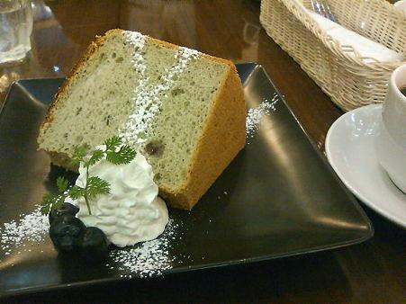 おでかけ先のカフェで食べたブルーベリーシフォン。