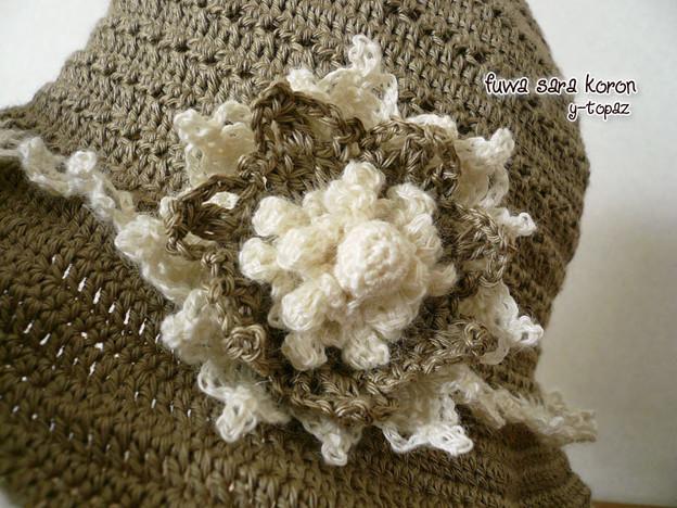 ラミーの夏帽子にお花のコサージュ 2