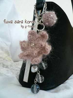 ピンクの花とボールのバッグチャーム4