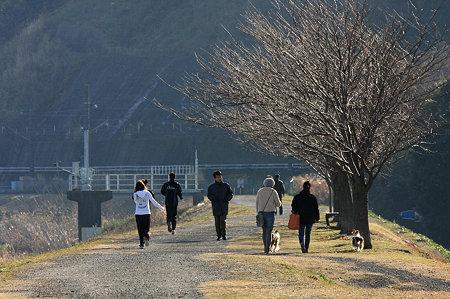 2010.01.10 鶴見川 朝の土手風景