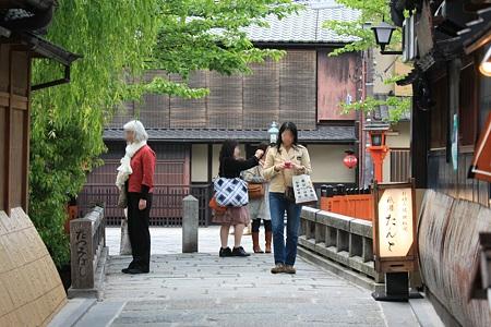 2010.04.30 祇園 白川たつみばしは国際化