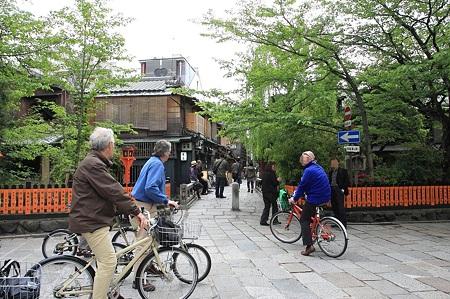 2010.04.30 祇園 白川たつみばしは国際化-1