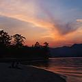写真: 宮島の夕暮れ