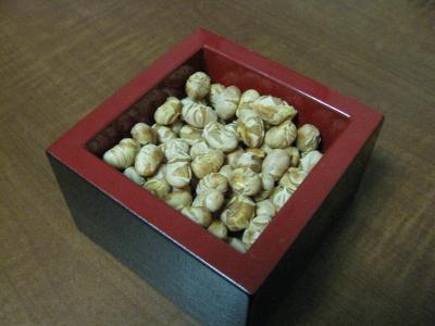 写真: 炒り豆は鬼退散用