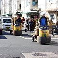写真: 市場の乗り物