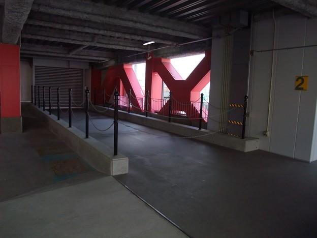 アクロスパーキング遊歩道(?) 2010-01-24 アクロスからもやすらぎ堤に出られるようになるのかな^^ Exifなし