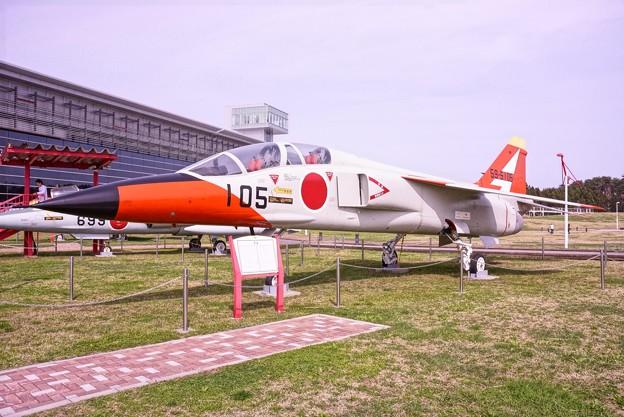 三沢航空科学館・・展示 T-2高等練習機