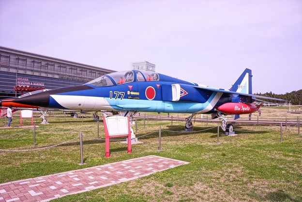 Photos: 三沢航空科学館・・展示 T-2 二代目ブルーインパルス仕様