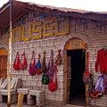 写真: コルチャニの町の土産屋さん