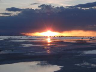 写真: 塩湖の夕暮れ3